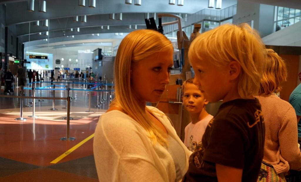 Förklarar lite för Ingeborg